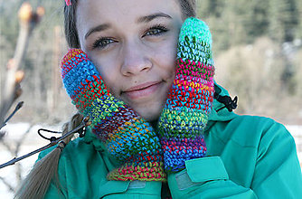 Rukavice - Tenšie háčkované farebné rukavice - 5108867_