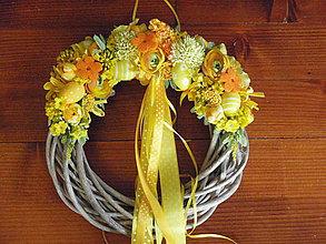Dekorácie - žltý veľkonočný veniec - 5111368_