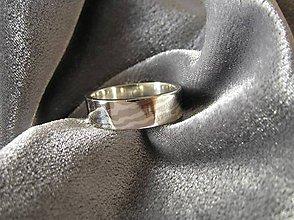 Prstene - lesk a  tieň - 5114209_