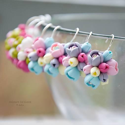 Pastelové kvety - zatvárateľné kvietkové náušnice