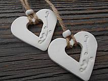 Darčeky pre svadobčanov - závesné zdobené srdiečka/vtáčik - 5129688_
