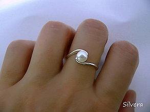 Prstene - Strieborný 925 prsten s riečnou perlou - 5133936_