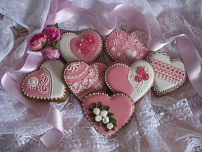 Darčeky pre svadobčanov - medovníkové svadobné srdiečka-ružové - 5144350_