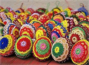 Dekorácie - Veselé veľkonočné háčkované vajíčka / kraslice - 5146330_