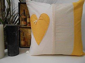 Úžitkový textil - vankúš so srdiečkom - smotanovo-bežovo - žltý - 5147492_