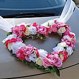 Veľké srdce na svadobné auto