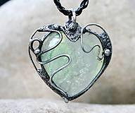 Náhrdelníky - Zelené sklo prívesok / náhrdelník - 5171277_