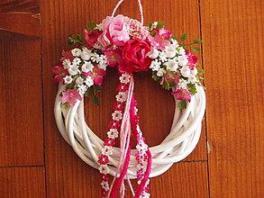 Dekorácie - Cyklamenovo ružový venček - 5174333_