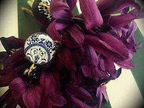 Prstene - Prstienok guľatý s modro-bielym ornamentom - 5175628_