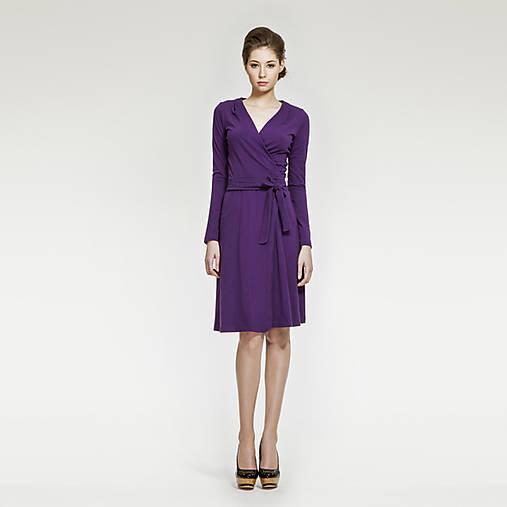 Fialové zavinovacie šaty