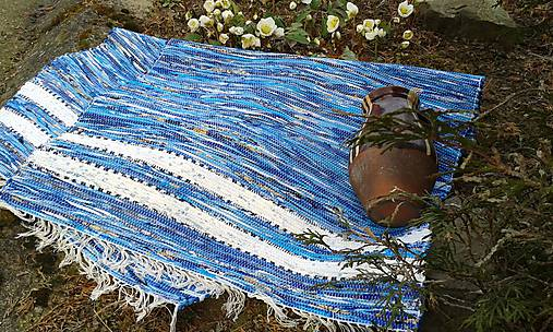 Koberec modrý s bielymi pásmi 190x75cm