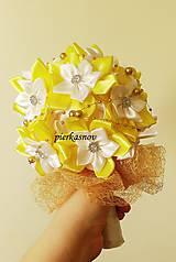 Kytice pre nevestu - Svadobná kytica žlto biela s perličkami - 5246298_