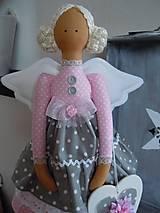 Bábiky - Ružovošedá na podstavci - 5247739_