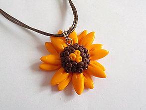 Náhrdelníky - slnečný kvietok - náhrdelník - 5249250_