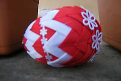 Dekorácie - Patchworkové vajíčko červeno-biele - 5253957_