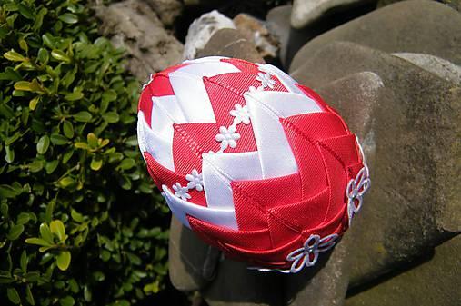 Patchworkové vajíčko červeno-biele