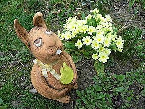 Socha - Zajac so žltým tulipánom - 5263362_