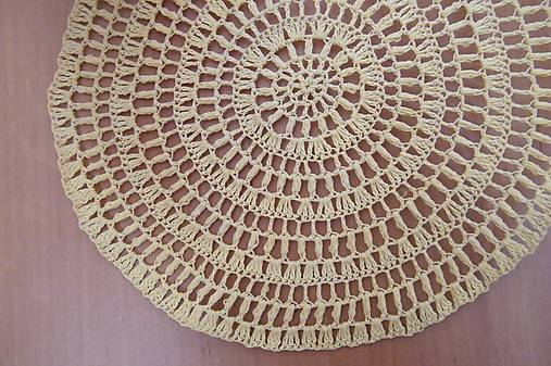 Háčkovaný kruh béžový