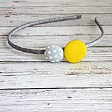 - Čelenka s buttonmi sivo žltá aj pre družičky - 5267690_