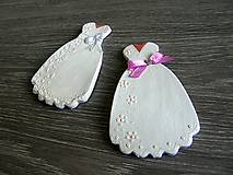 Darčeky pre svadobčanov - darček, menovka - svadobné šaty - 5300656_