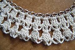 Náhrdelníky - Háčkovaný náhrdelník na kovovej retiazke - 5315545_