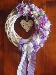 188016817906 Dekorácie - Venček so srdiečkom a fialovými kvetmi - 5320163
