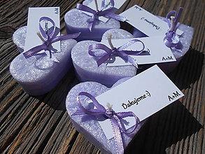 Darčeky pre svadobčanov - fialové srdiečka s kartičkou - 5325956_