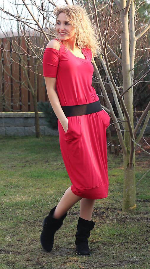 Dlouhé červené šaty s vykrojenými rukávy   ladeesse - SAShE.sk ... 0141c1780a