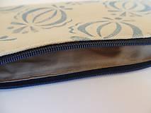 Taštičky - Ľanový peračník s cibuľkovou potlačou - svetlomodrý - 5350523_