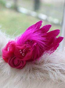 Ozdoby do vlasov - cyklámenová s perím - 5354832_