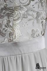 Šaty - Spoločenské šaty s krajkovým vrškom a rukávikom - 5352303_