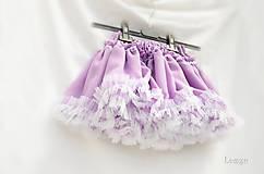 Orgovánová šifónová sukienka točivá
