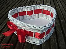 Košíček srdiečko 20x18x8cm (s červenou stuhou)