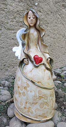 Dekorácie - anjel so srdiečkami - zvonec - 5365626_