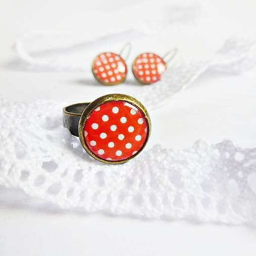 bílé puntíky s červenou II