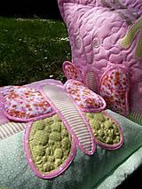 Úžitkový textil - Vankúš s menom a motýľom ...:) - 5379633_