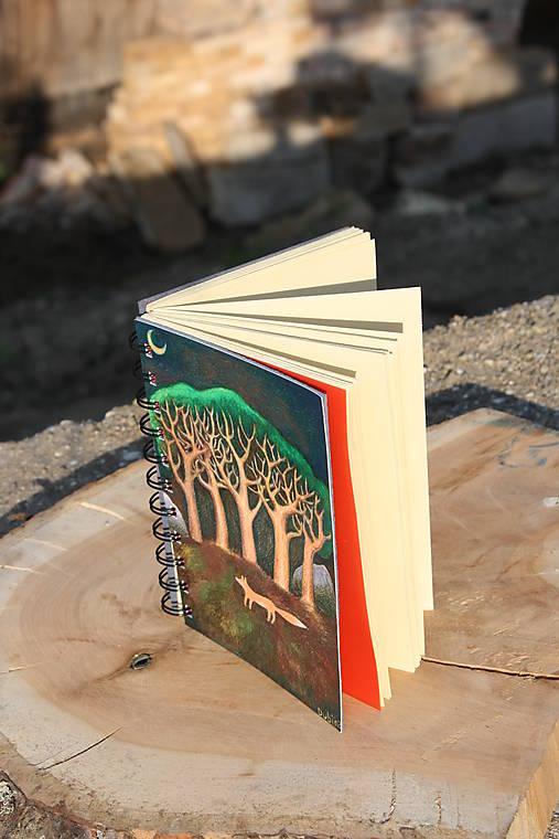 Notes větší Liška pod stromy