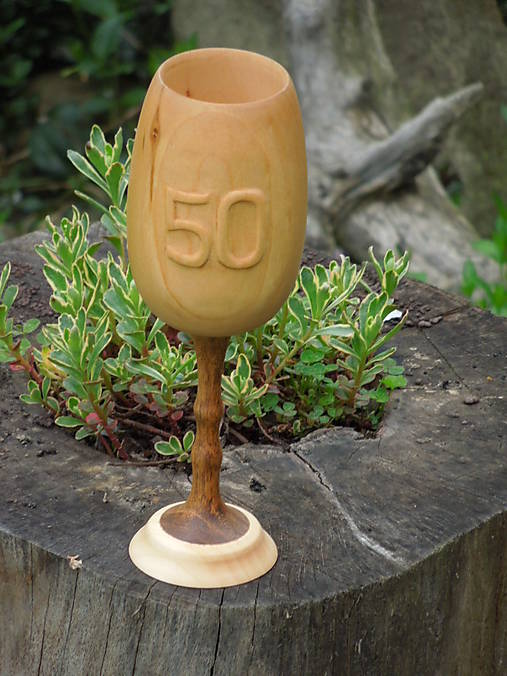 drevený pohár na víno k výročiu