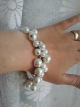 Biely perličkový náramok