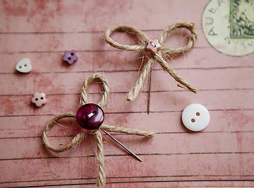 Originálne svadobné pierka s gombíkmi