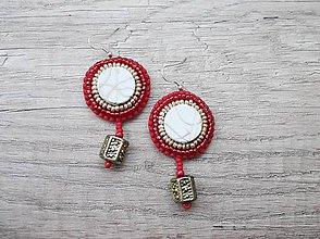 Náušnice - Náušnice šité, červená, biela a zlatá farba - 5427340_