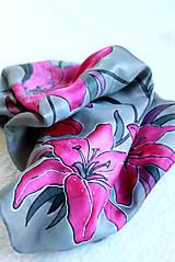 Šatky - Hodvábna šatka s kvetmi - Ružové ľalie - 5431414_