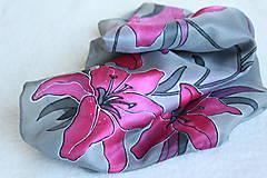Šatky - Hodvábna šatka s kvetmi - Ružové ľalie - 5431415_