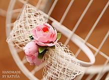 Pierka - svadobné pierko pivonka s bobuľkami - 5445747_
