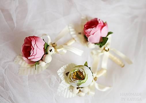 svadobné pierko pivonka s bobuľkami