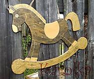 Detské doplnky - Drevený koník - Zlatohrivko - 5446980_