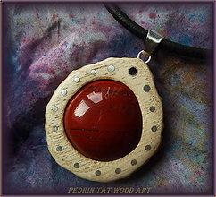 Náhrdelníky - 427. Drevený náhrdelník  ŠÍPEK - JASPIS - 5459514_