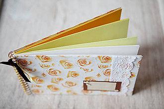 Papiernictvo - Kniha hostí / Scrapbook album žltý - 5476213_