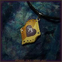 Náhrdelníky - 431. Drevený náhrdelník JALOVEC - Srdce - křišťál - 5478121_