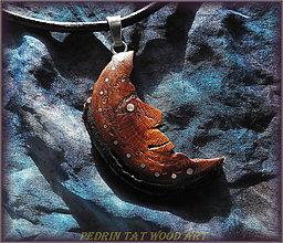 Náhrdelníky - 432. Drevený náhrdelník SLIVKA - koren - MESIAC - 5478189_
